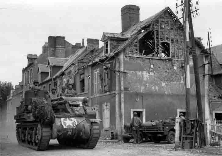 "M7 ""Priest"" SPG from the 2nd Armored Division of the US in Cherbourg"