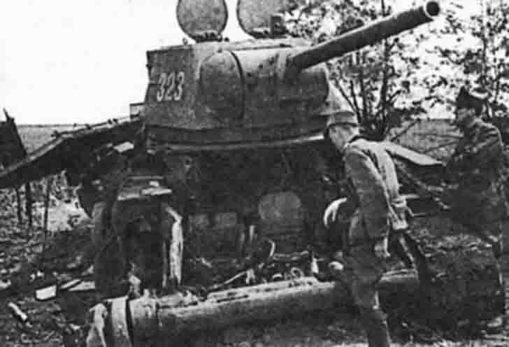 Ruined the Soviet T-34 medium tank from №323