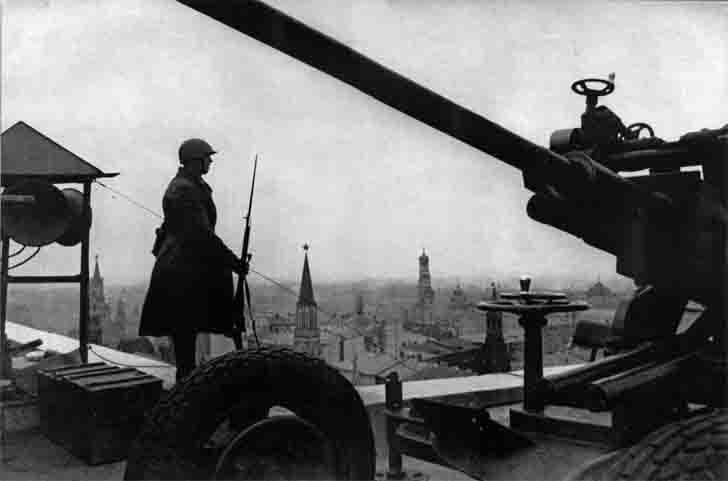 Anti-aircraft gun of air defense of Moscow in 1941