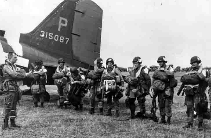 US paratroopers before the invasion of Normandy