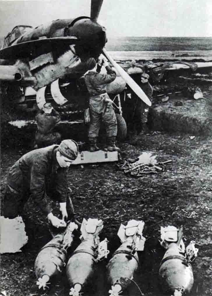 Preparation of IL-2 Sturmovik for a combat flight