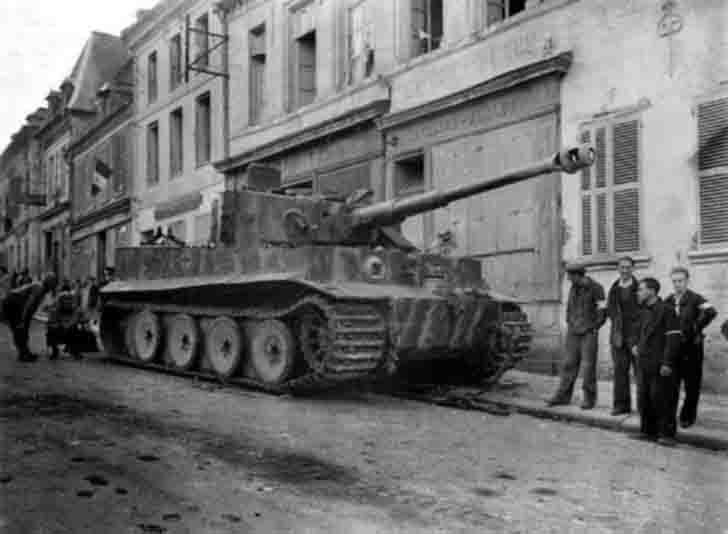 "Abandoned ""Tiger"" heavy tank in the French city"