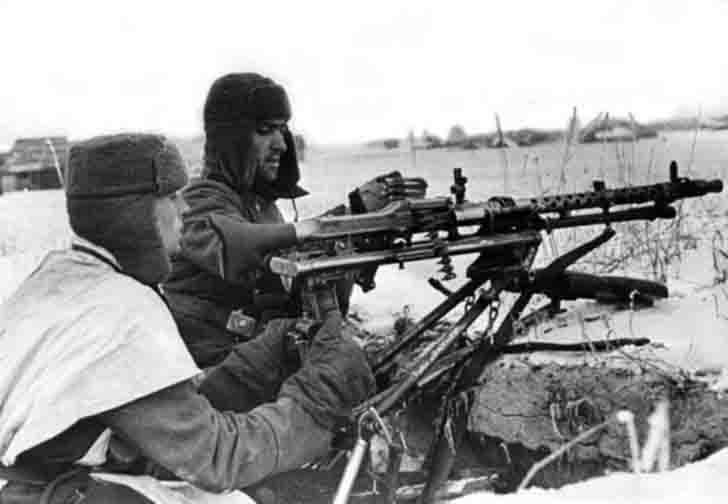 The team of the German MG-34 heavy machine gun
