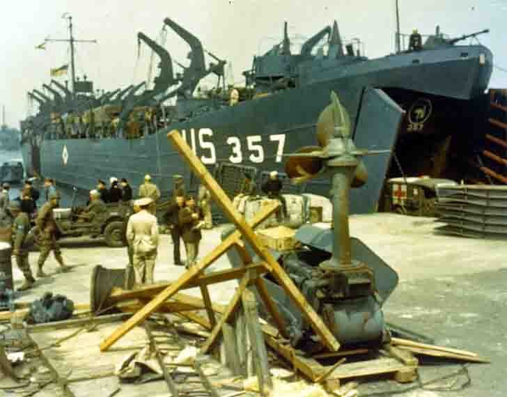 Loading of military equipment to the US amphibious ships in the English port