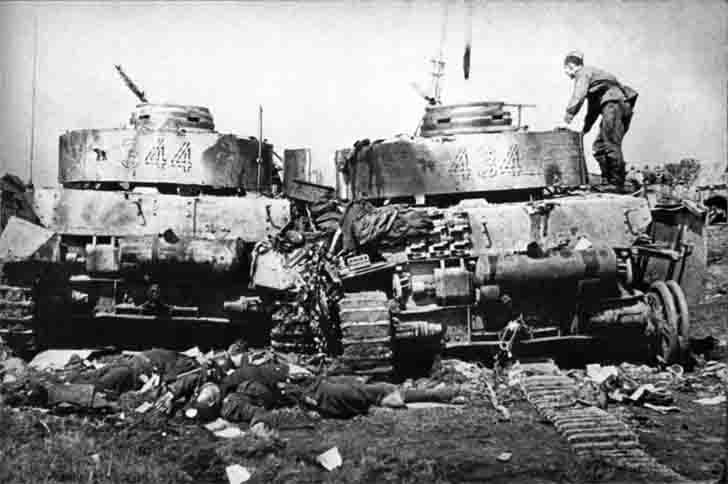 Destroyed Pz.Kpfw. IV medium tanks and killed German soldiers