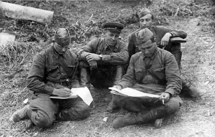Soviet officers from the Army Signal Corps in 1941