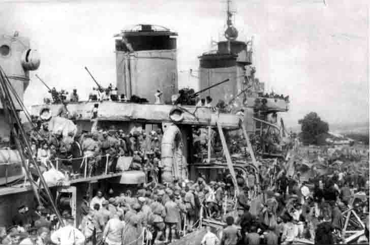 "Unloading of the wounded soldiers from the destroyer ""Tashkent"" in Novorossiysk"