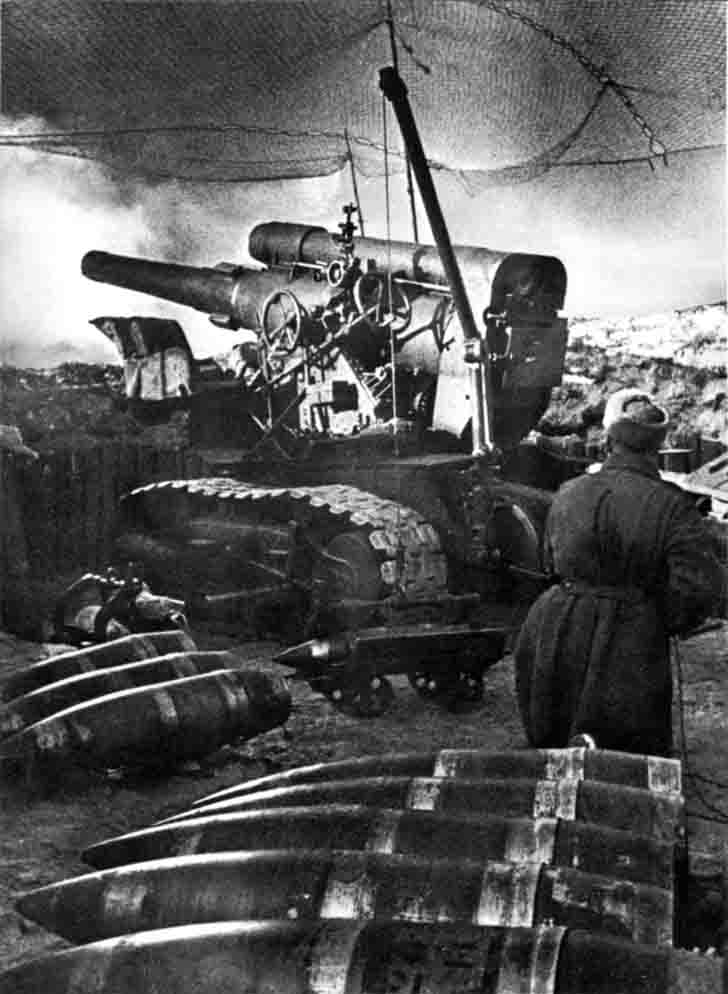 The firing position of the Soviet 203-mm howitzer B-4