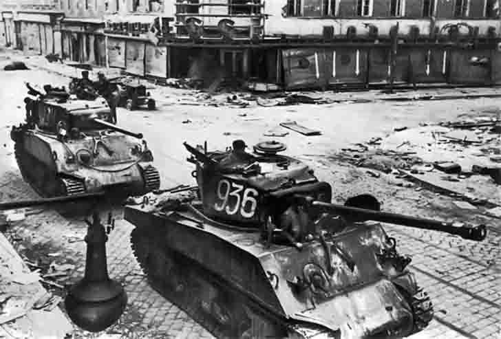 """M4A2(76)W """"Sherman"""" medium tanks in Vienna"""