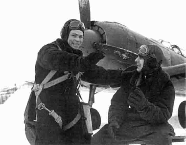 Soviet pilots and La-5F fighter