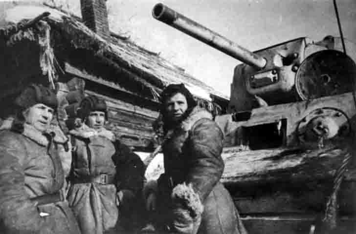 Soviet crew of the KV-1 heavy tank