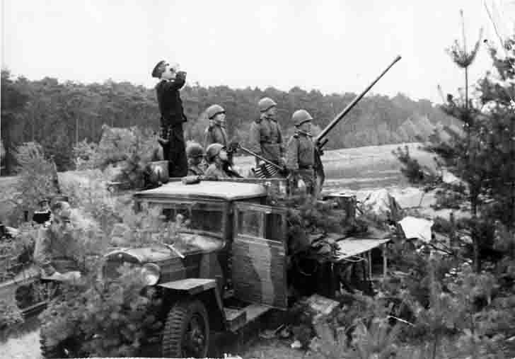 A team of 72-K automatic anti-aircraft gun of the Baltic Fleet
