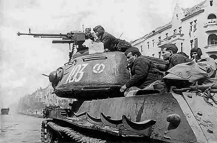 JS-2 heavy tank with 12.7-mm machine gun DShK