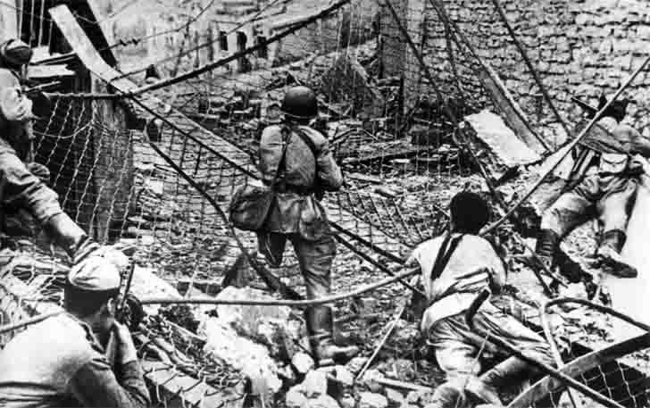 Submachine gunners in the Battle of Novorossiysk