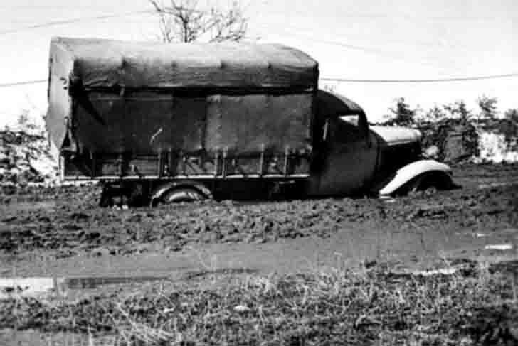 German Ford BB truck that stuck in the mud