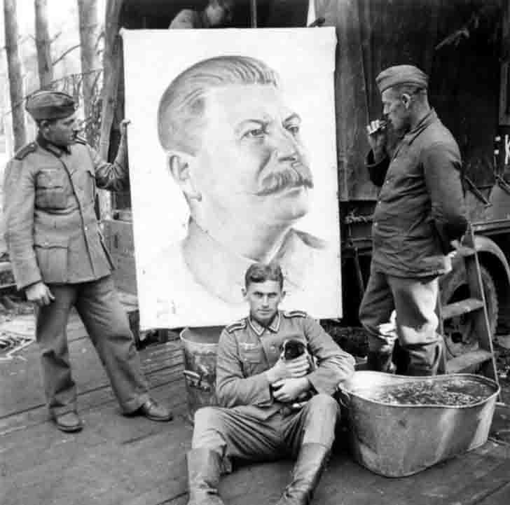 "German soldiers and ""captive"" Joseph Stalin"