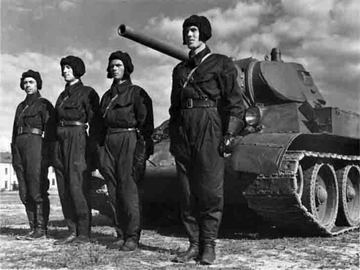The crew of the T-34 medium tank before the Great Patriotic War