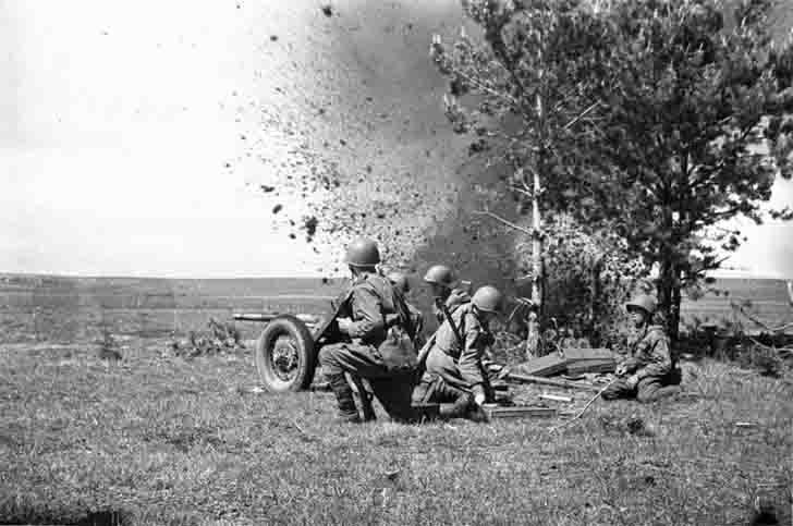Soviet artillery in combat