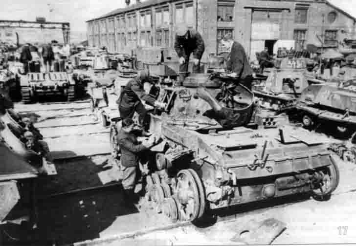 Repair of German tanks in Moscow