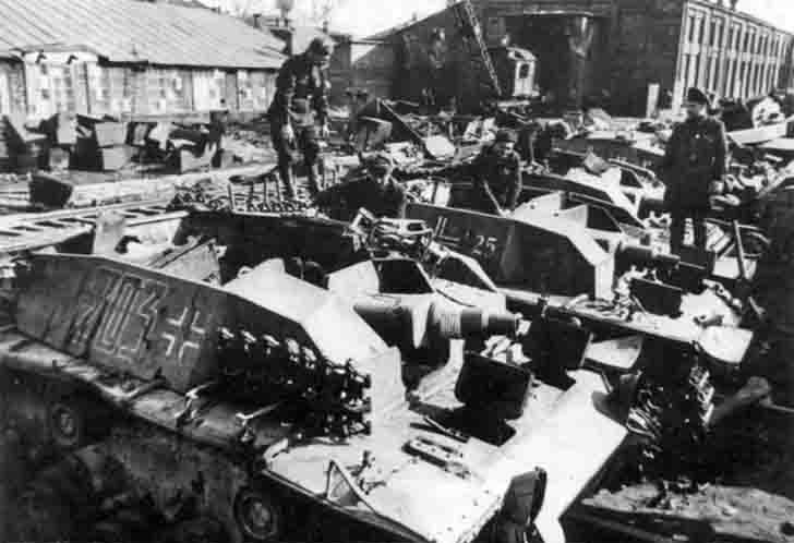 Repair of the captured German StuG III self-propelled guns