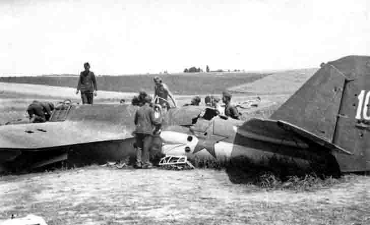 German soldiers considered downed SB-2M high-speed bomber