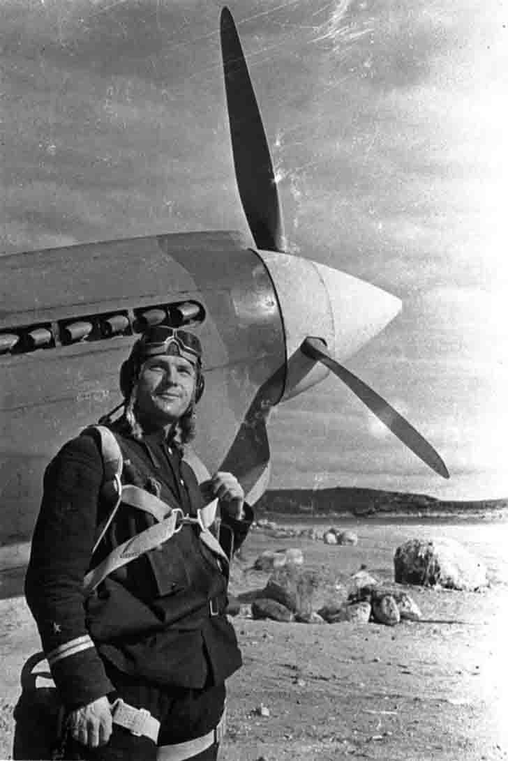 Fighter pilot Vladimir Pokrovsky next to the P-40 fighter