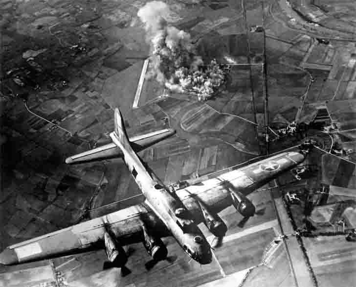Boeing B-17 Flying Fortress bombed Focke-Wulf military factory