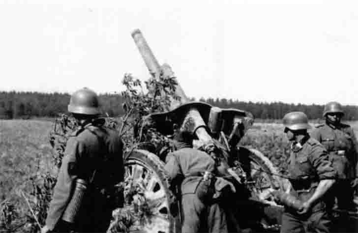 A team of German howitzers leFH18