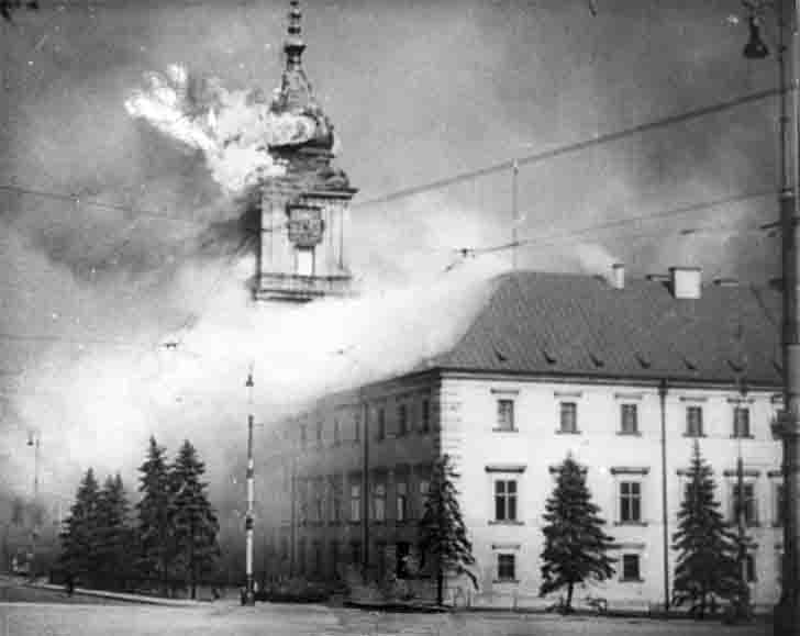 Burning the Royal Castle in Warsaw