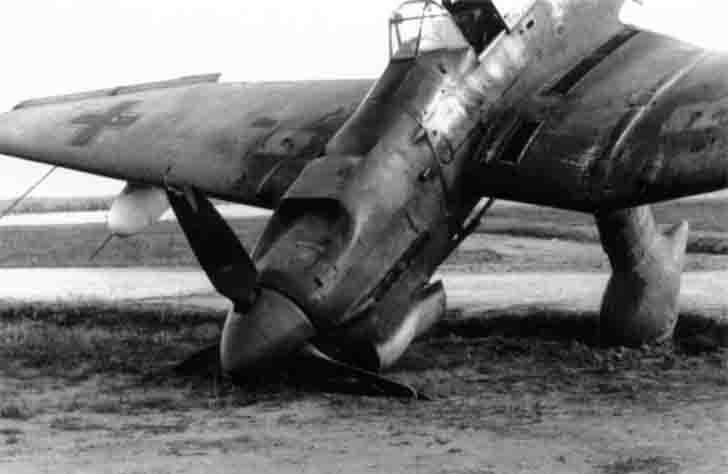 Junkers Ju-87 gets up vertically during emergency landing