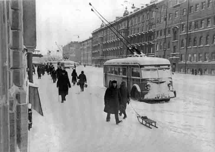 Stopped YATB-1 trolleybuses in the siege of Leningrad