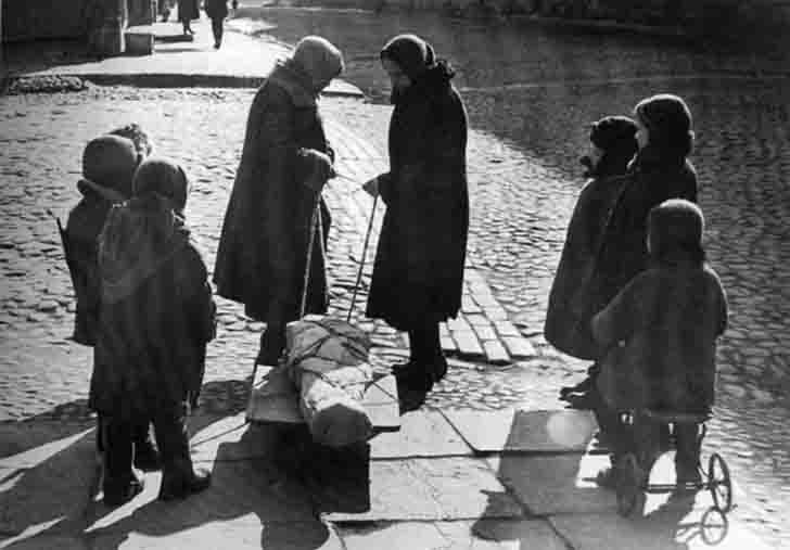The funeral of a child in besieged Leningrad