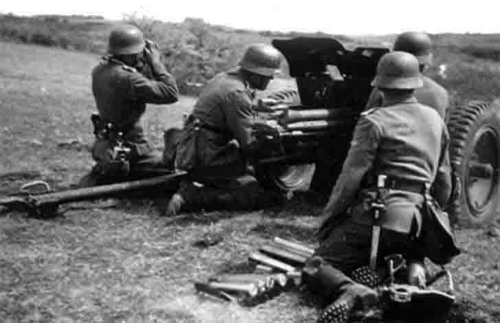 The team of the German 3.7 cm PaK 36 anti-tank gun
