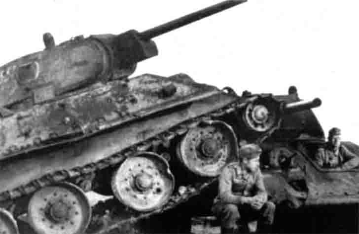 German soldiers and destroyed T-34 tanks