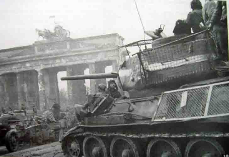 T-34-85 medium tanks in Berlin