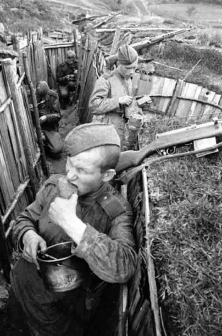 Red Army soldiers dine in the trenches on the front line
