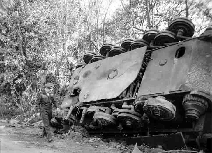 General Eisenhower and the Tiger II heavy tank in Chambois
