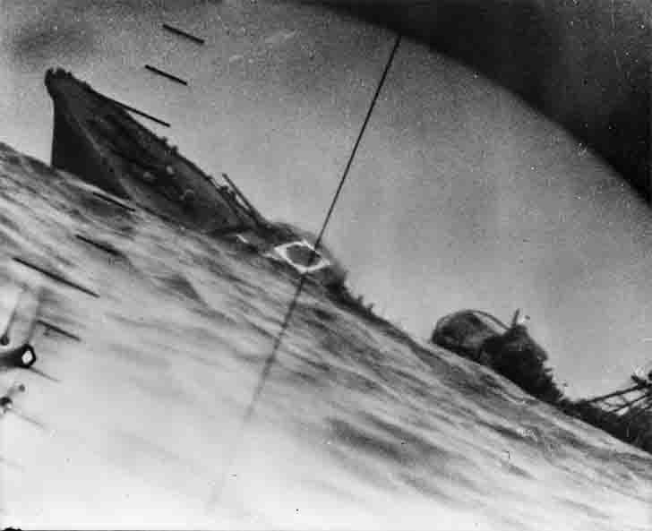 "Torpedo attack to Japanese ""Yamakadze"" destroyer"