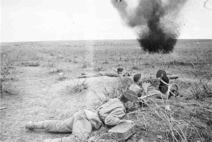 "The ""Maxim"" heavy machine gun under mortar fire"