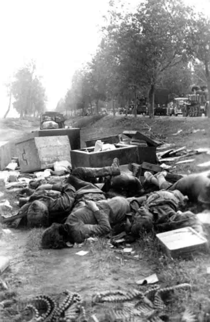 Bodies of the killed Russian citizens in a roadside ditch