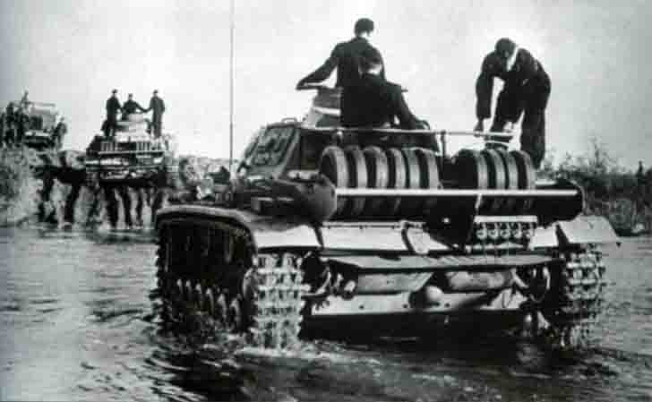 Panzers Pz.III overcome the water barrier