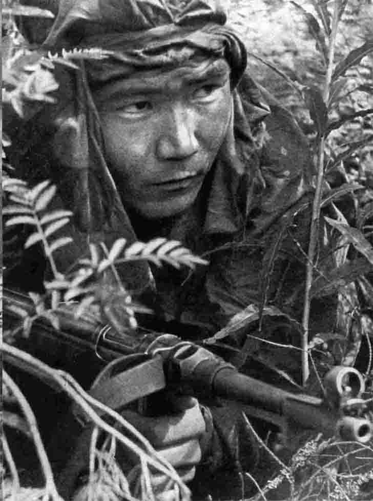 Soviet infantryman with the trophy MP.40 submachine gun