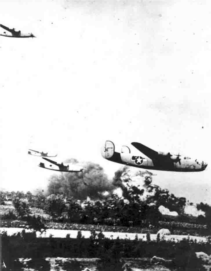 Bombers B-24 bombing oil fields in Ploiesti