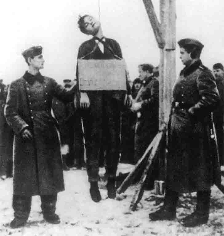 Zoe Kosmodemyanskaya execution by hanging