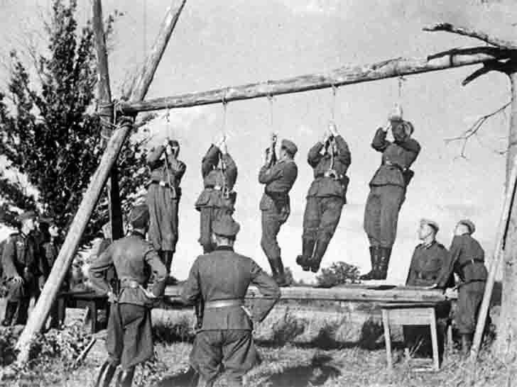German soldiers built a gallows for the Russian partisans
