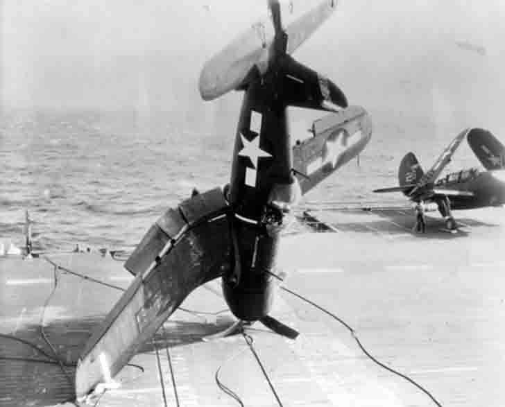 Emergency landing of the Chance Vought F4U Corsair fighter