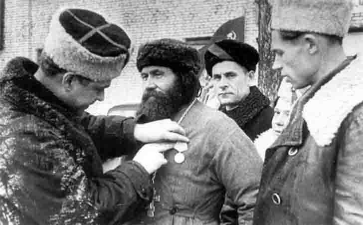 Awarding of the priest-partisan