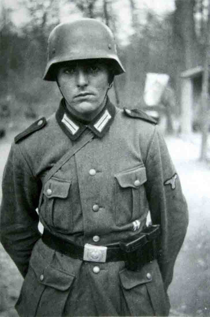 SS-Mann from the 4. SS-Polizei-Panzergrenadier-Division