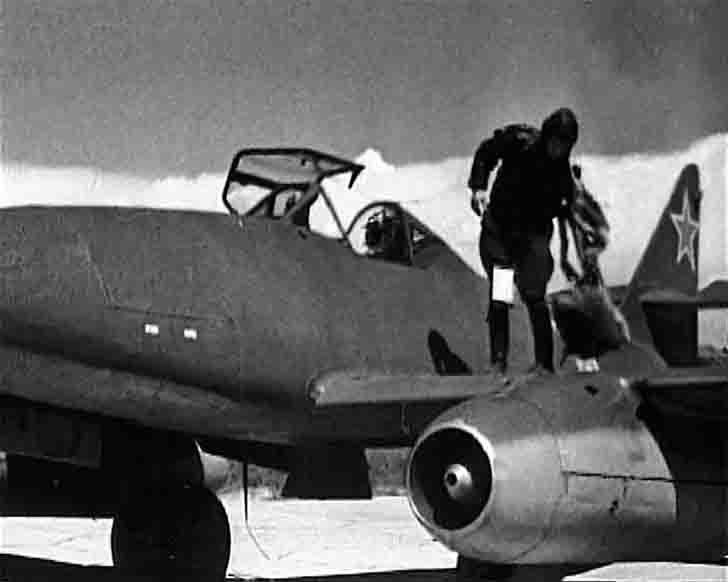 Soviet Messerschmitt Me-262 with a red star