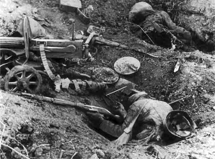 The dead a team of Maxim heavy machine gun